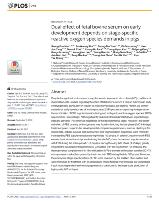 Dual effect of fetal bovine serum on early development depends on stage-specific reactive oxygen species demands in pigs